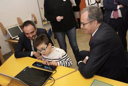 La ONCE promueve la inclusión en las aulas ordinarias de los 1.153 escolares ciegos de la Comunidad