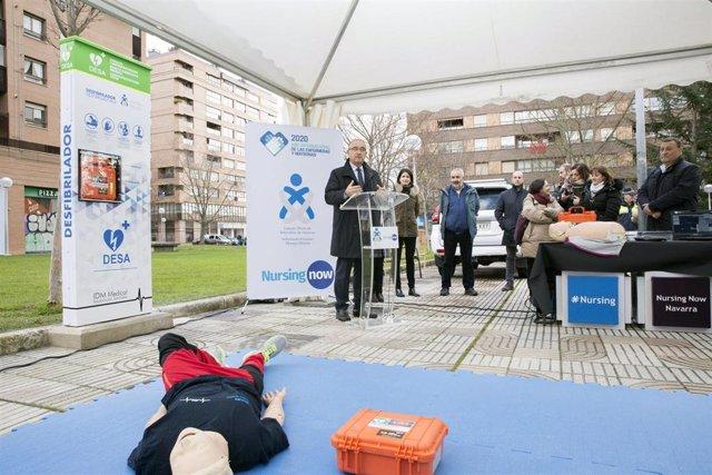 Enrique Maya en la presentación de la primera torre de cardioprotección en la vía pública de Pamplona