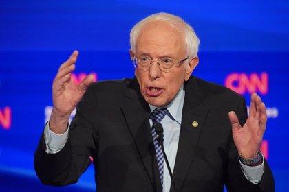 """Trump acusa a los demócratas de """"amañar"""" las primarias para expulsar a Bernie Sanders de la carrera electoral"""