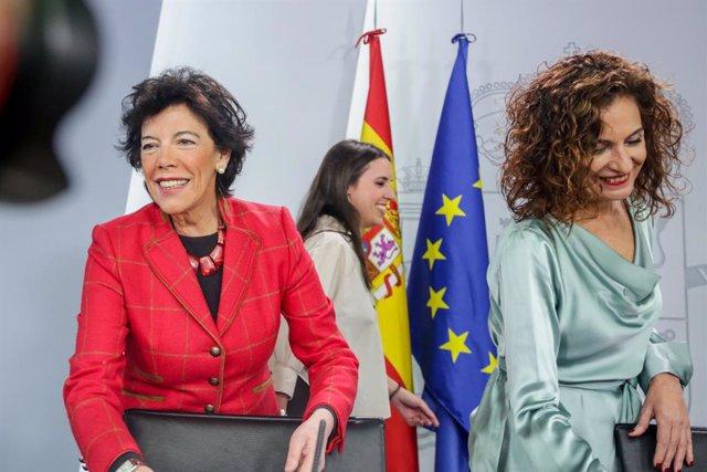 La ministra d'Educació i Formació Professional, Isabel Celaá, la ministra Portaveu i d'Hisenda, María Jesús Montero i la ministra d'Igualtat, Irene Montero, en la roda de premsa posterior al Consell de Ministres.