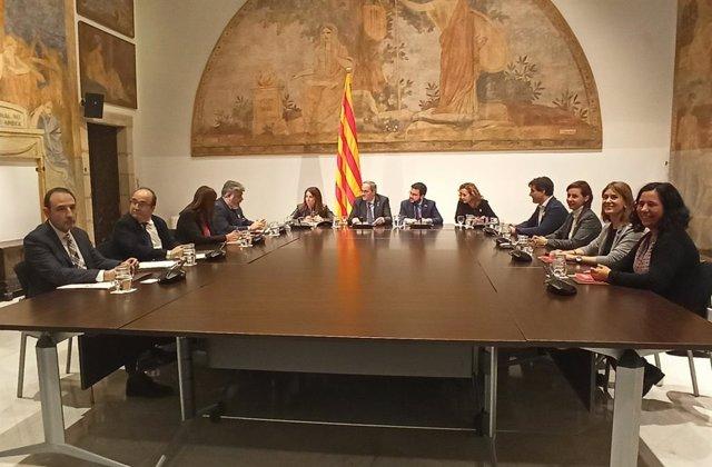 El president de la Generalitat, Quim Torra, encapala la reunió de la taula de dileg de partits catalans