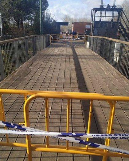 Cortada al tráfico la pasarela peatonal de Ribera de Castilla, en Valladolid, por deterioro del firme
