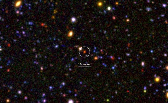Galaxia mordunda a 12.000 millones de años luz