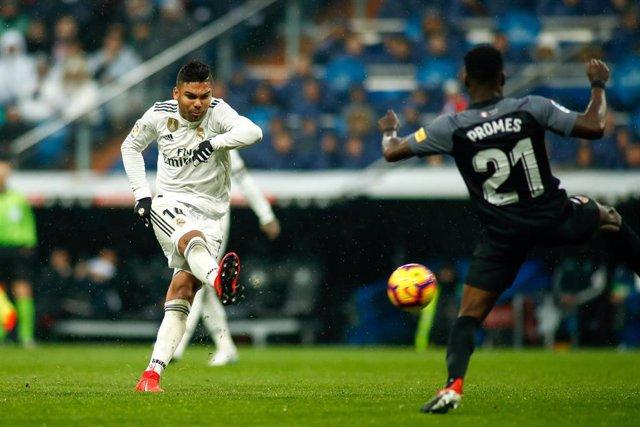 Casemiro dispara para hacer el 1-0 en el Real Madrid-Sevilla de LaLiga Santander 2018-19