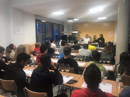 Alumnos de Hostelería y Turismo del CIFP de Segovia aprenden sobre el papel de la cerveza en los menús saludables