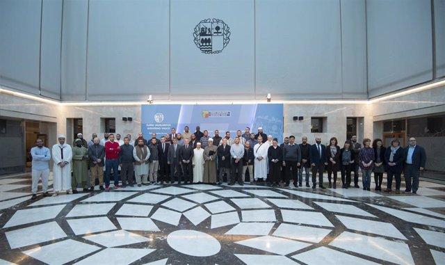 """Instituciones vascas y comunidades islámicas asumen un compromiso compartido en favor de una convivencia """"integradora""""."""