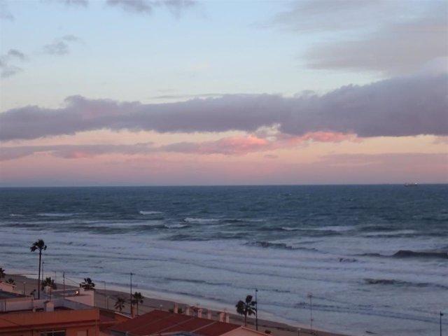 El viento provoca olas de 3 metros mar adentro