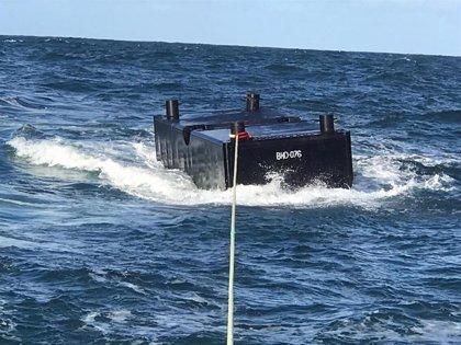 Recuperados varios contenedores caídos de un buque al mar en la Costa da Morte