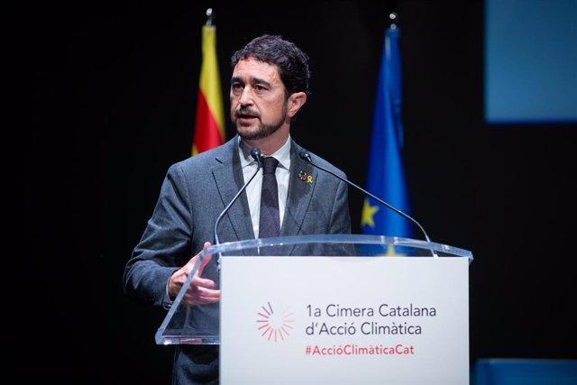 El Conseller de Territori i Sostenibilitat de la Generalitat, Dami Calvet, durant la seva intervenció en la Cimera Catalana d'Acció Climtica, celebrada en el Teatre Nacional de Catalunya, a Barcelona /Catalunya (Espanya), a 17 de gener de 2020.