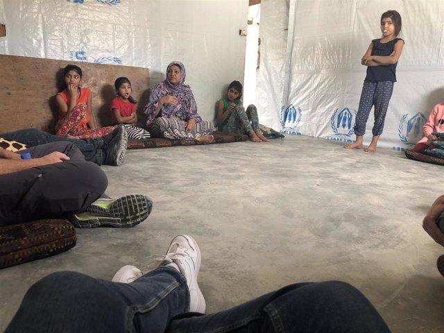 Los residentes en un asentamiento informal de Líbano