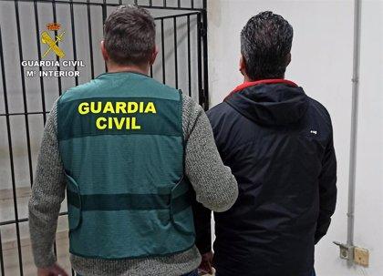 Guardia Civil detiene en Torre Pacheco a un individuo que estafó presuntamente a una anciana para apostar en internet