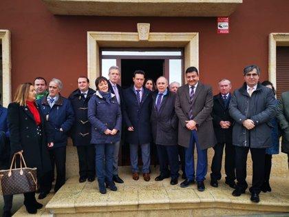 La FEMP homenajea al alcalde de Moraleja de Matacabras (Ávila), elegido en 1991 con 18 años