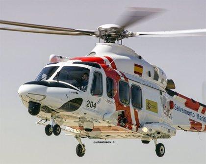 Evacuan en helicóptero al contramaestre de un buque por una urgencia médica