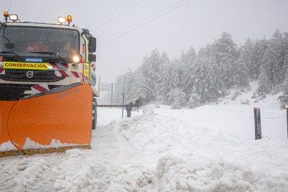 Preparadas 728 quitanieves y 122.062 toneladas de fundentes para hacer frente a las nevadas el domingo y lunes