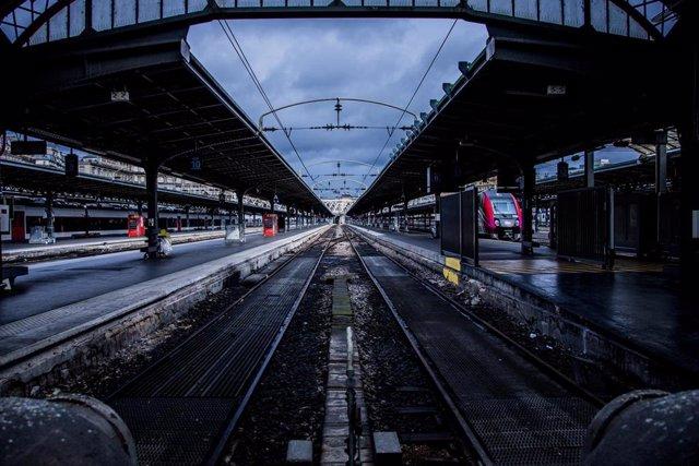 Estación del Este de París durante la huelga indefinida contra la reforma de las pensiones