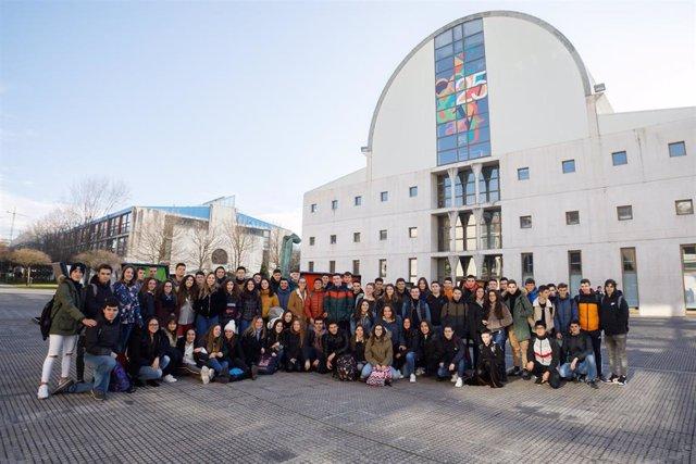 Estudiantes de Escolapios, en su visita a la Universidad Pública de Navarra.