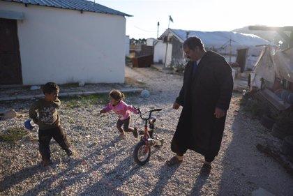 Casi 900 refugiados regresan a Siria desde Jordania y Líbano en un día