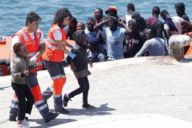 Atención a menores no acompañados llegados a costas andaluzas. Imagen de archivo.
