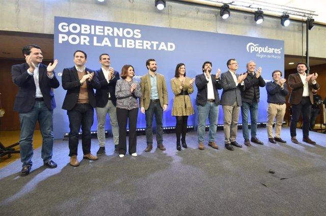 Fernando López Miras junto al presidente del PP, Pablo Casado, y el secretario general del PP, Teodoro García, en el inicio del acto 'Gobiernos por la libertad'