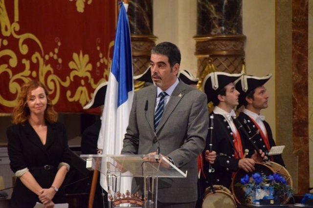 El alcalde de San Sebastián, Eneko Goia, entrega las Medallas al Mérito Ciudadano