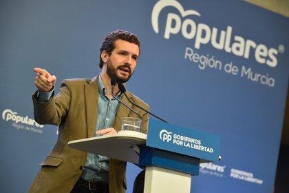 """Casado acusa al Gobierno de utilizar el 'pin parental' para """"tapar"""" el nombramiento de Delgado como fiscal general"""