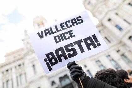 Cientos de personas claman en Cibeles que Vallecas no se convierta en el vertedero de la región
