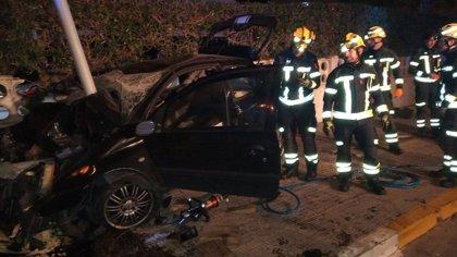 Rescatan en Alicante a un hombre herido grave que quedó atrapado en su vehículo al sufrir accidente