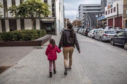 Los cuidados no remunerados en España equivalen a 16 millones de personas trabajando 8 horas al día, según un estudio