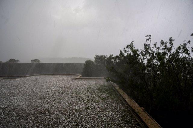 Las tormentas en el sudeste de Australia dejan granizo en Canberra