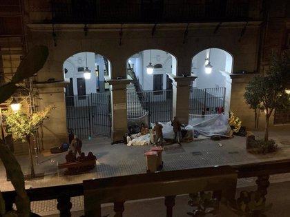 El Defensor del Pueblo recibe a siete solicitantes de asilo en situación de calle en Madrid