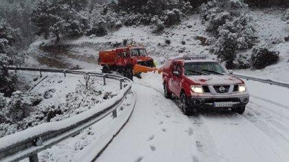 Una treintena de carreteras, entre ellas la A-7 en Alicante,  permanecen cortadas por el temporal