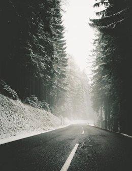 Carretera afectada por la nieve en la Región