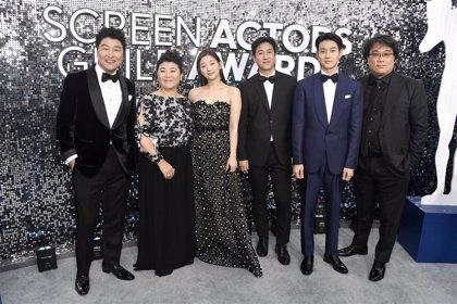 Parásitos hace historia en los SAG Awards que premian a Joaquin Phoenix, Jennifer Aniston y The Crown
