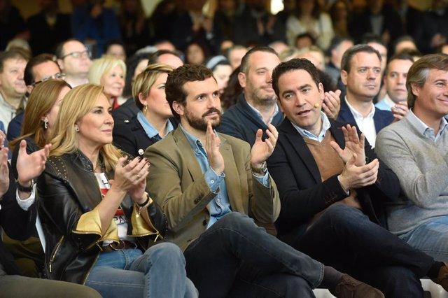 """(E-D) la diputada Ana Beltrán, el president del PP, Pablo Casado, i el secretari general del PP, Teodoro García Egea, en l'acte d'""""alcaldes por la libertad"""" a Murcia, 19 de gener del 2020."""