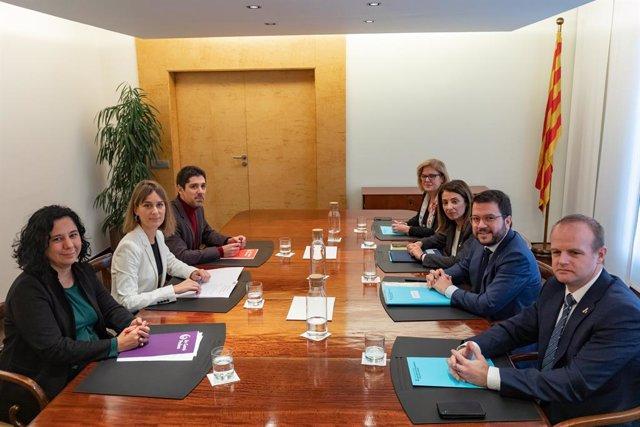 (E-D seguint les busques del rellotge) La diputada i portaveu dels comuns al Parlament, Susana Segovia; la presidenta de CatECP, Jéssica Albiach; el diputat de CatECP, David Cid; la secretària general de la Presidència de la Generalitat, Meritxell Dt.