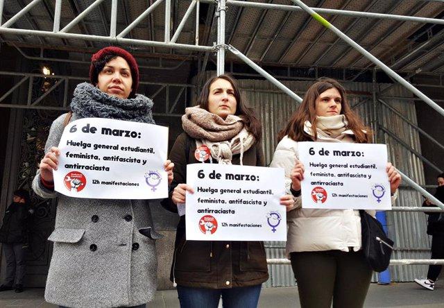 Miembros del Sindicato de Estudiantes, este lunes 20 de enero en Madrid tras anunciar a los medios la convocatoria de huelga general el 6 de marzo contra el 'pin parental'.