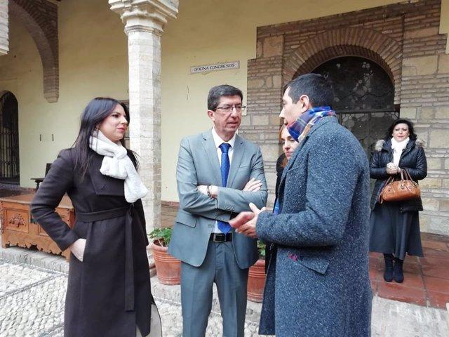 Juan Marín (centro), en su visita al Palacio de Congresos de Córdoba.