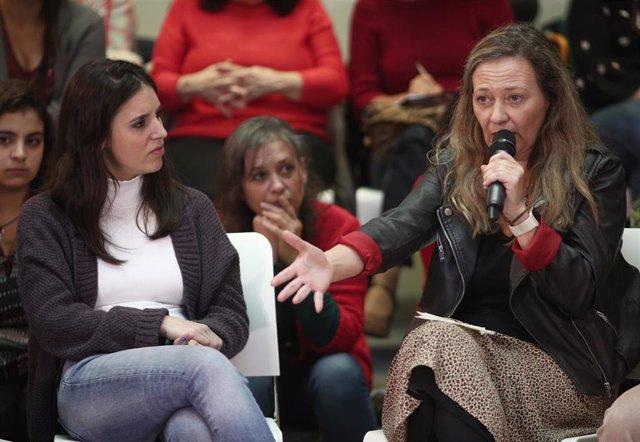 (I-D) La portavoz de Unidas Podemos en el Congreso, Irene Montero y la diputada en el Congreso por Las Palmas con Unidas Podemos, Vicky Rosell, durante el acto del partido 'Un Gobierno feminista', en Madrid (España), a 4 de noviembre de 2019.