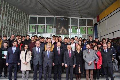 La Consejería de Educación y Fundación Endesa visitan uno de los 30 centros participantes en los Premios RetoTech