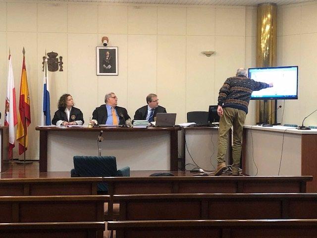 El director de la Escuela Taller de Castro Urdiales, Juantxu Bazán, declara como testigo en el juicio de La Loma de Castro Urdiales