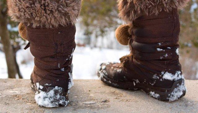 Los podólogos gallegos aconsejan calzado y calcetines aislantes y evitar contrastes térmicos para prevenir los sabañones en invierno.