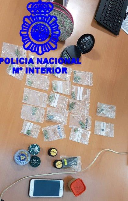 Detenido un menor al que intervinieron hachís y marihuana por vender drogas junto a centros educativos de Vigo