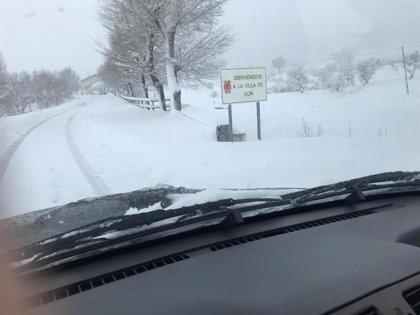 Gor (Granada) consigue desbloquear el acceso al municipio y continúa trabajando en la limpieza de la nieve