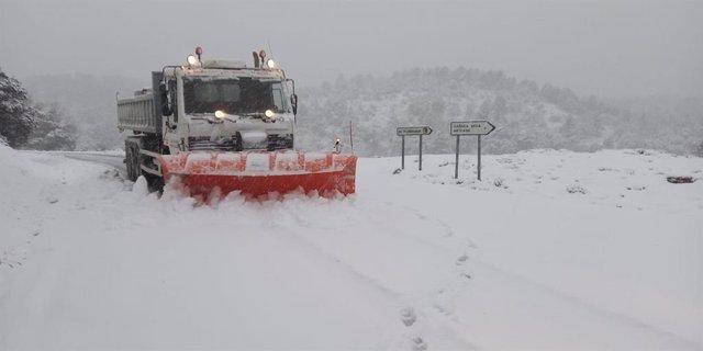 Nieve, temporal, maquina quitanieves, nevada, invierno