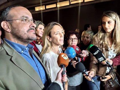"""El PP catalán ve """"un error"""" la idea de Vox de ilegalizar a los partidos independentistas"""