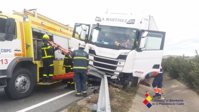 El trailer accidentado en la A-4