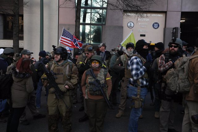EEUU.- Miles de defensores de las armas se manifiestan en Richmond, Virginia