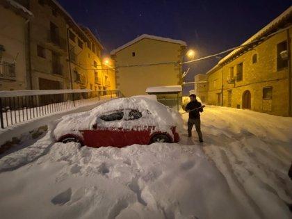 Decenas de personas aisladas en Tronchón (Teruel) a causa de la nieve