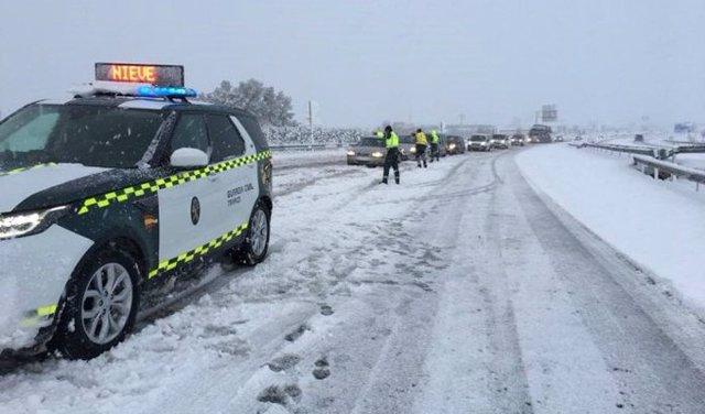 La AP-7 entre Figueres (Girona) y la frontera con Francia está cortada para todo tipo de vehículos