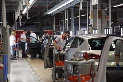 El automóvil recorta un 20,4% el superávit comercial hasta noviembre, con 3.694 millones